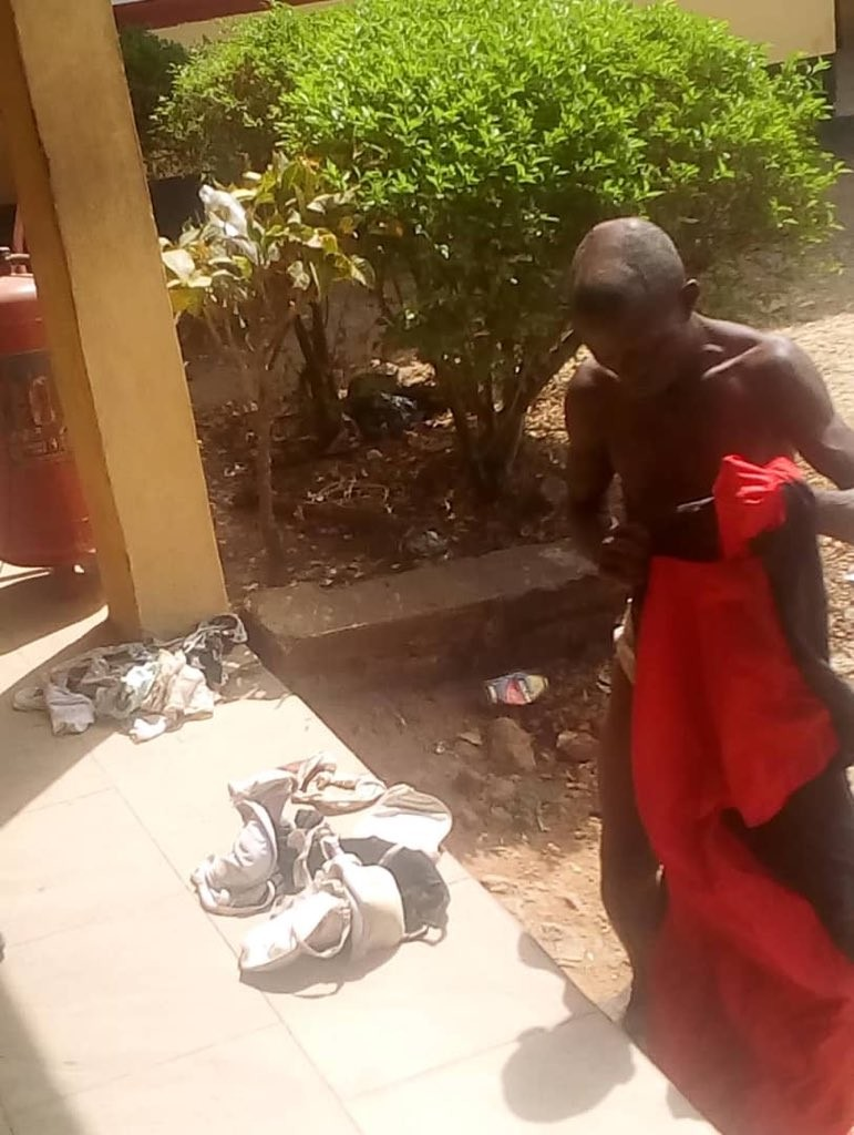 #ViralNow: Man caught with female pants, bra and soaked sanitary padz in ondo (photos) 1