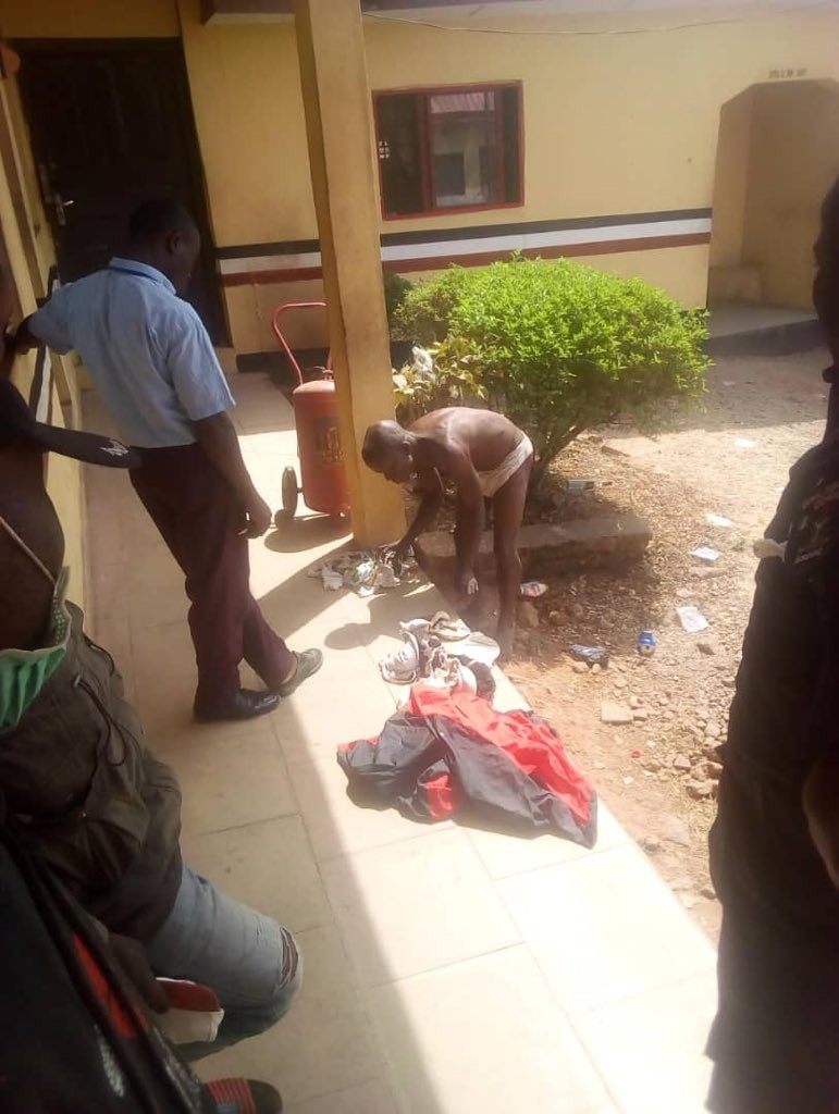 #ViralNow: Man caught with female pants, bra and soaked sanitary padz in ondo (photos) 2