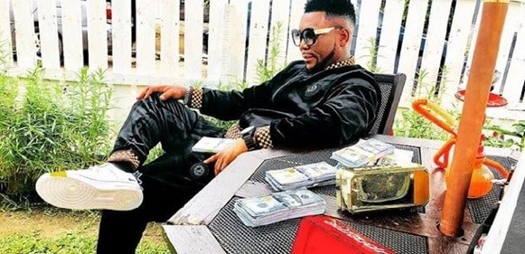 Fans Bash Oritsefemi For Allegedly Posing With Fake Dollars