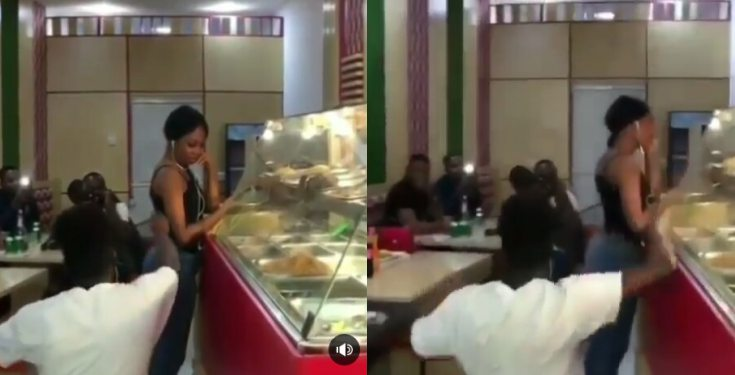 Man cheers eatery guests to force girlfriend to accept his proposal (video)
