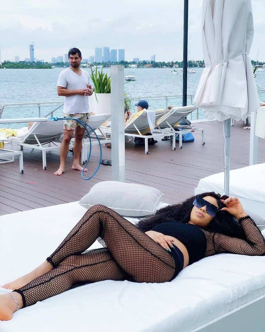 Nina Ivy and her new man enjoy their vacation in Miami (Photos & Video)