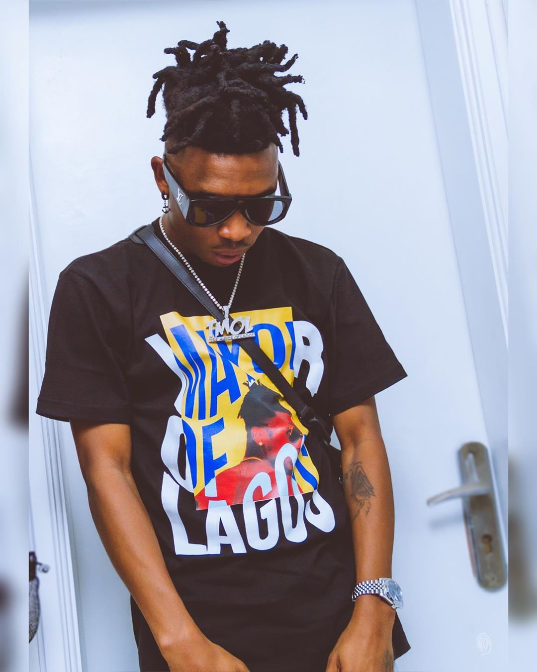 Mayorkun reportedly escapes mob attack after slapping a hotel staff (Video)