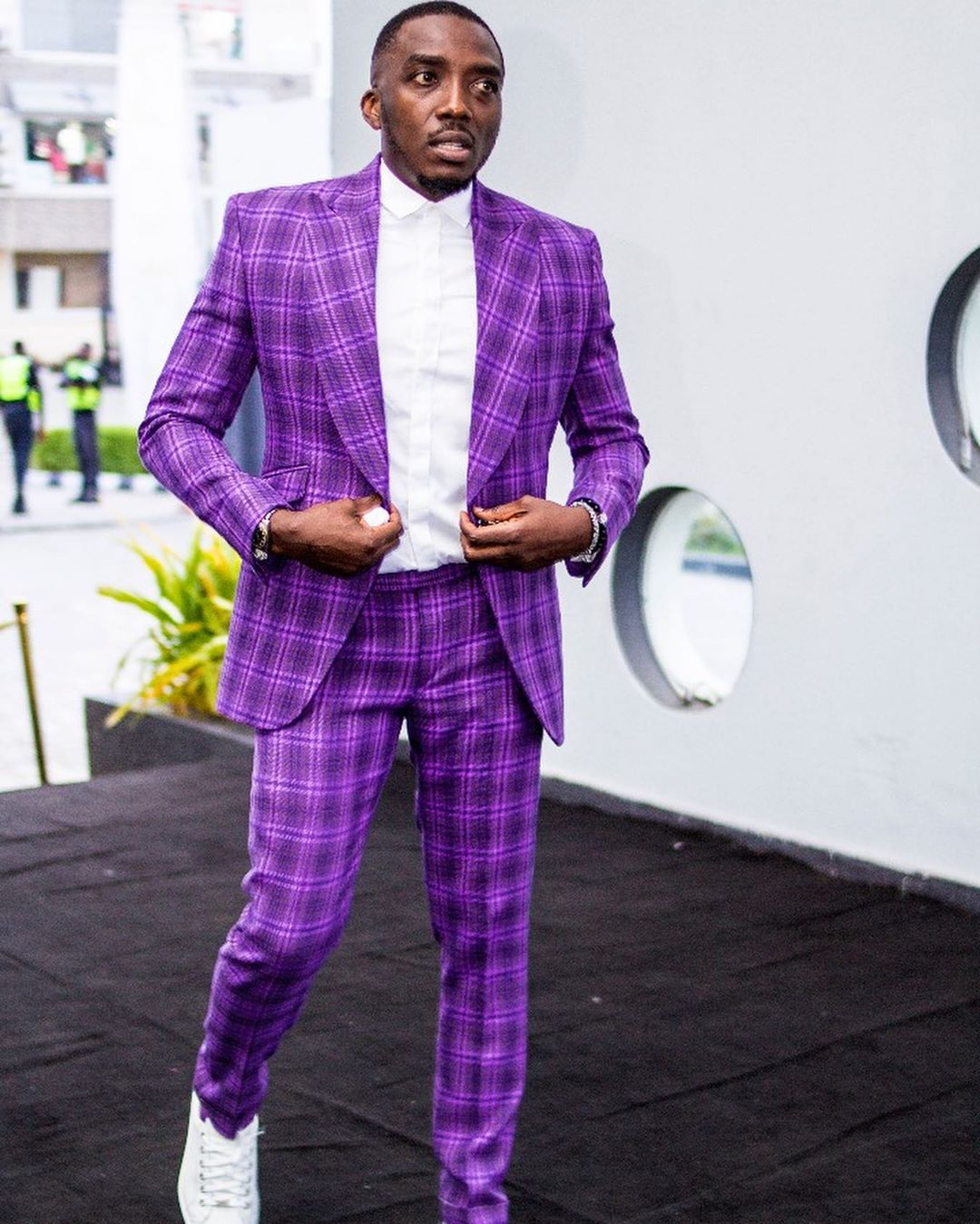 Bovi replies a follower who criticized him for his birthday message to his female manager