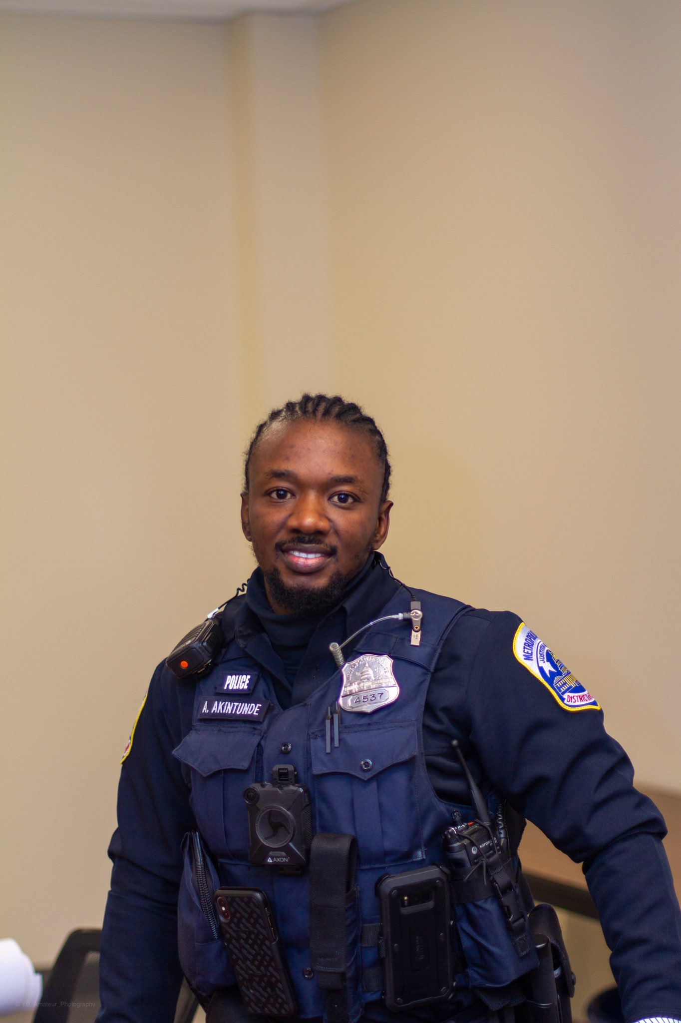 """4 days in Nigeria & I have already been profiled as a criminal by the Nigerian police force because I have braids"" – Washington DC Police officer laments"