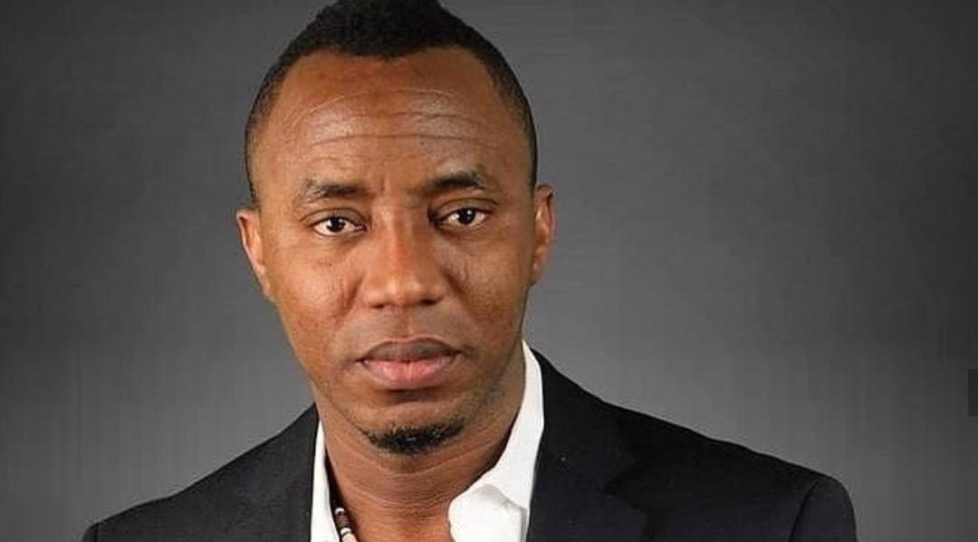 Simi & a fan talksabout Omoyele Sowore's alleged rearrest