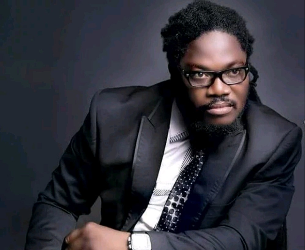 Daddy Showkey lectures Timaya on the real meaningof fake (video)