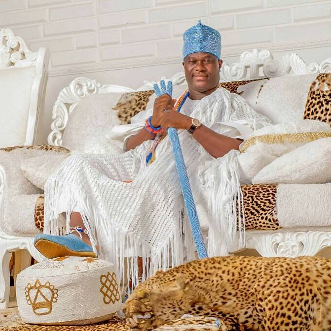 Panic as Ooni of Ife gets stuck inside the elevator for almost 30 minutes (video)