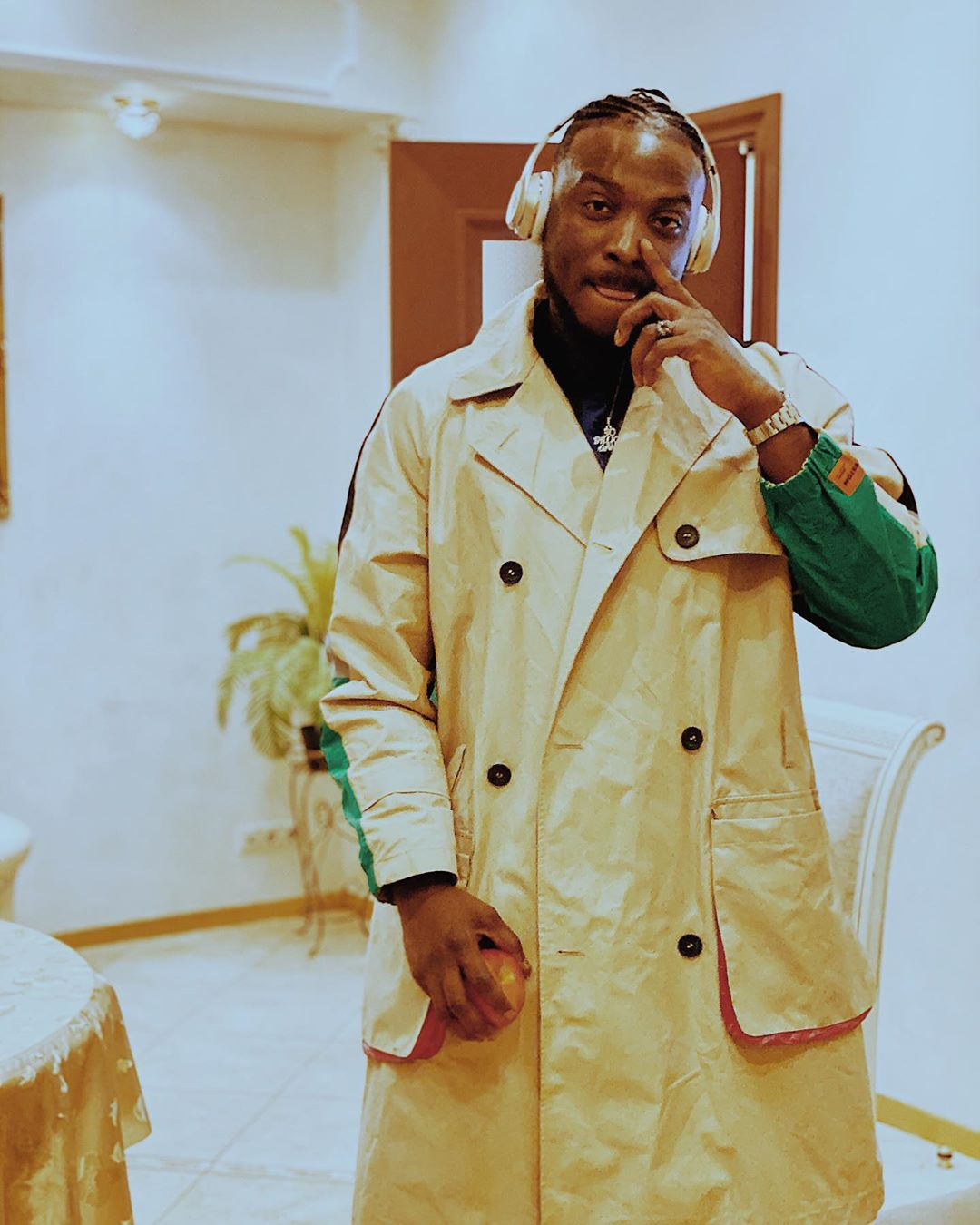 (Photos) Peruzzi uploads proof that his ex-boss, King Patrick was 'there when Davido signed him' thumbnail