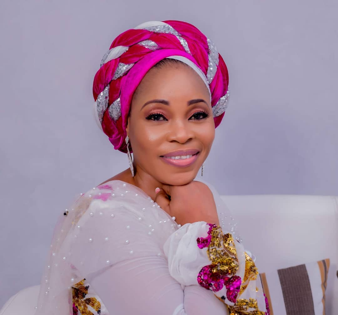 (Watch) Famous Gospel singer, Tope Alabi responds after being criticized over her 'worldly' dance step  thumbnail
