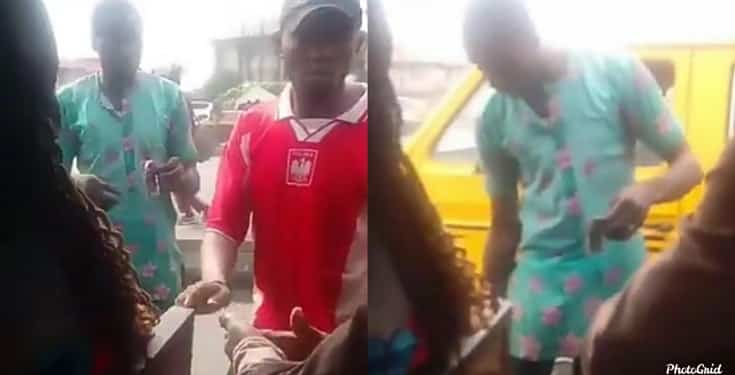 """Bus conductor distributes """"ogogoro"""" to his passengers as he insist they sanitize (video)"""