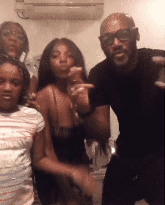 2Baba grooving with family