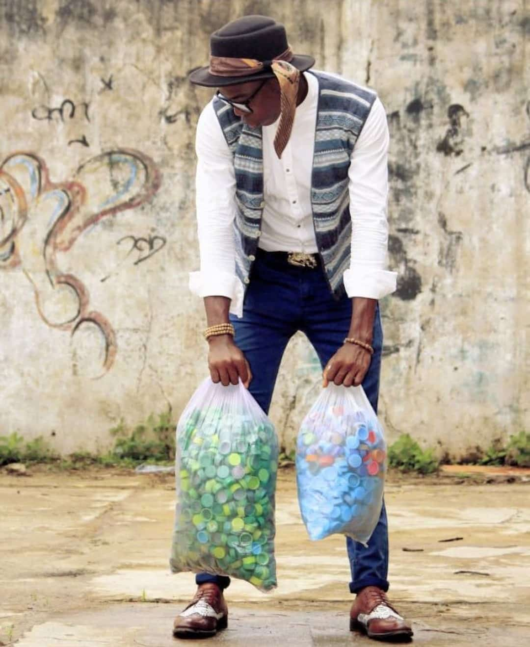 UNIBEN student uses over 6000 bottle covers to make a portrait of his VC