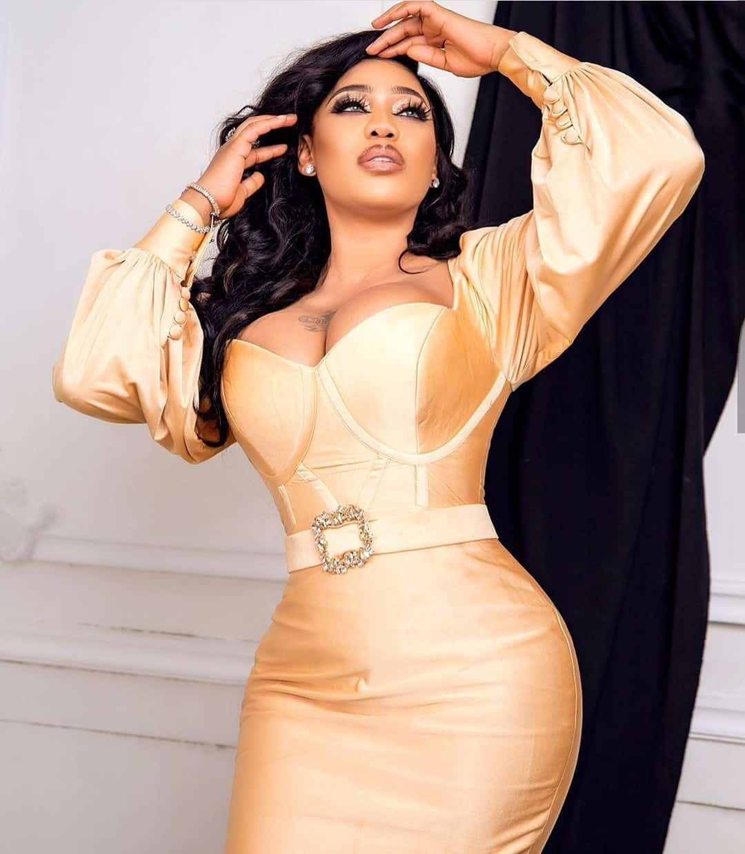 """""""I hope bloggers are recording"""" - Toyin Lawani gets naughty on live video"""