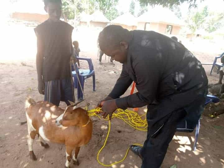 Politician donates ropes to his community