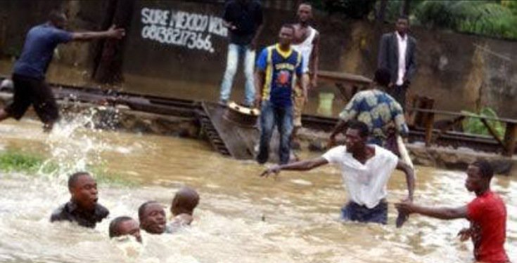 Edo Residents swim in dirty water after their vicinity got flooded