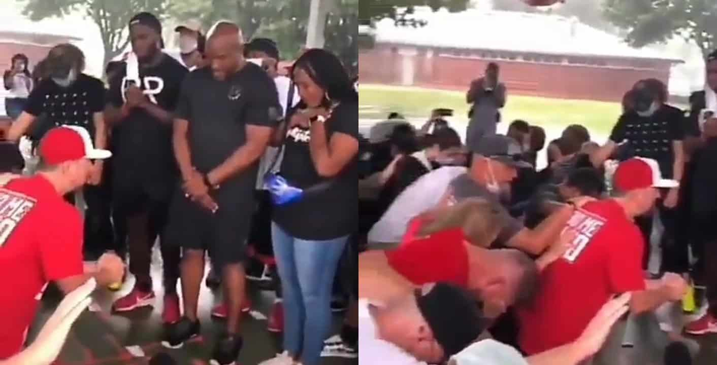 Whites kneel before Blacks to apologize for years of racism