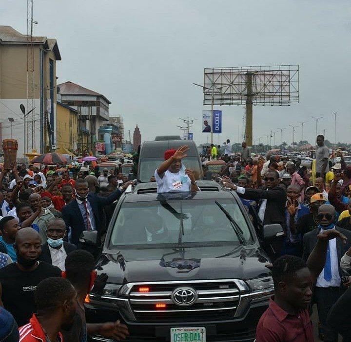 Crowd welcomes Orji Uzor