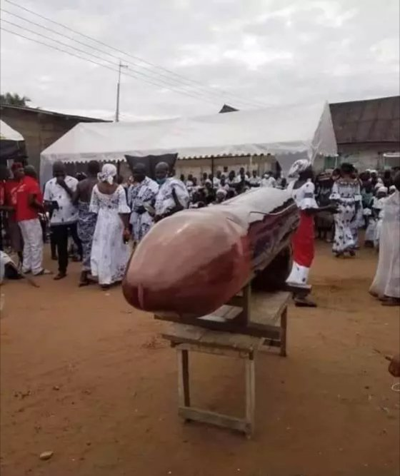 """Slay Queen in a """"gbola-shaped"""" coffin"""
