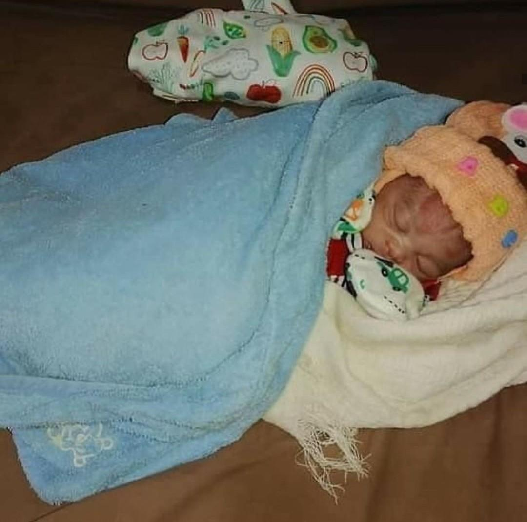 Good Samaritans rescue newborn baby dumped in a soakaway (Photos)