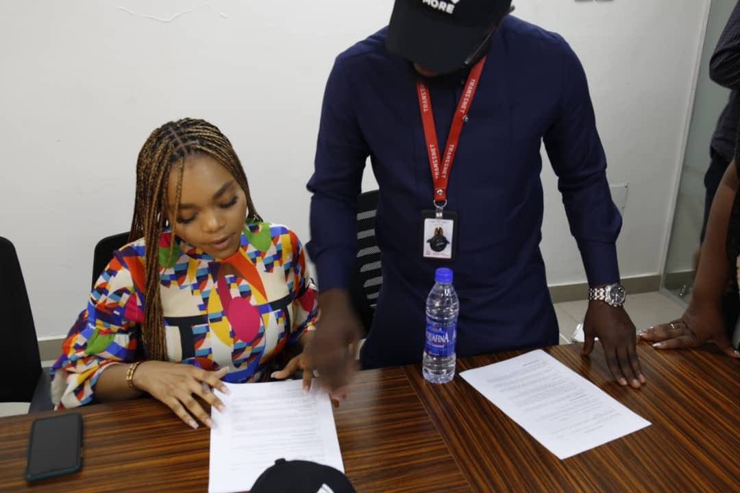 Lilo Bags First Endorsement Deal