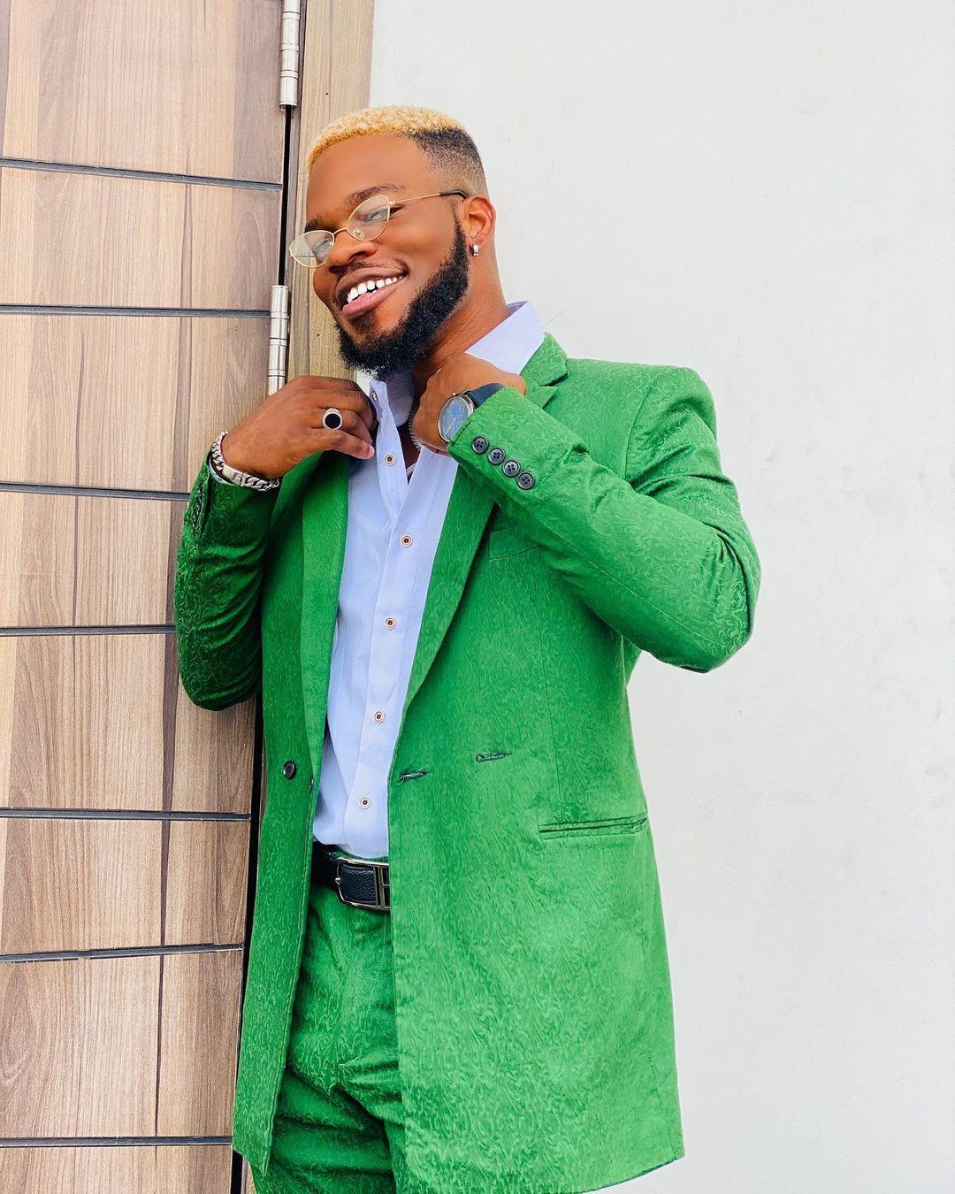 https://www.yabaleftonline.ng/comedian-brodashaggi-laments-bitterly-after-he-was-extorted-by-touts-who-damaged-his-car-in-lekki-lagos-video/