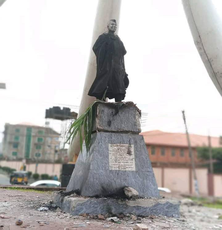Mob burn Azikiwe's statue