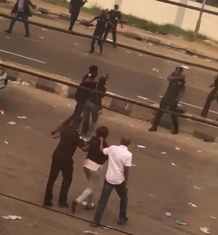 Moment Police Officers Beat Up Female Protesters in Lagos, Endsars protest