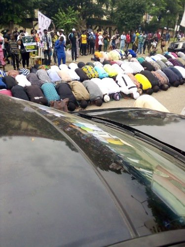 #EndSARS Jummat Prayers On The Road
