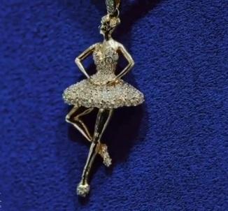 davido daughter's diamond necklace