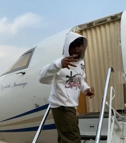 Davido jets out of Nigeria  for Christmas without fiancée, Chioma (Video)