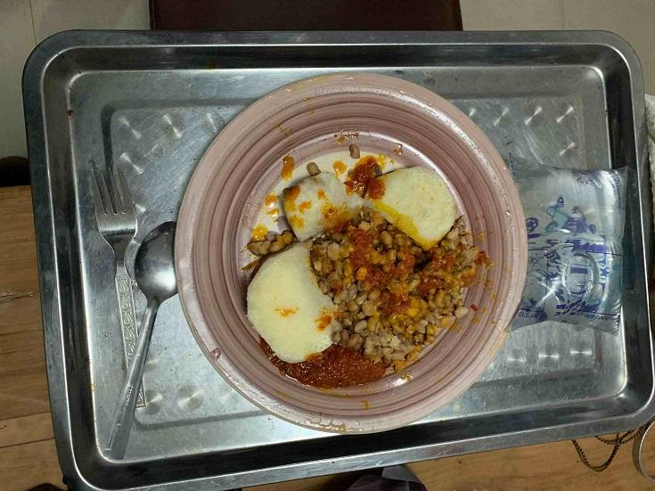 Man laments over poor meal he got at a guest house after paying N10K per night in Ibadan