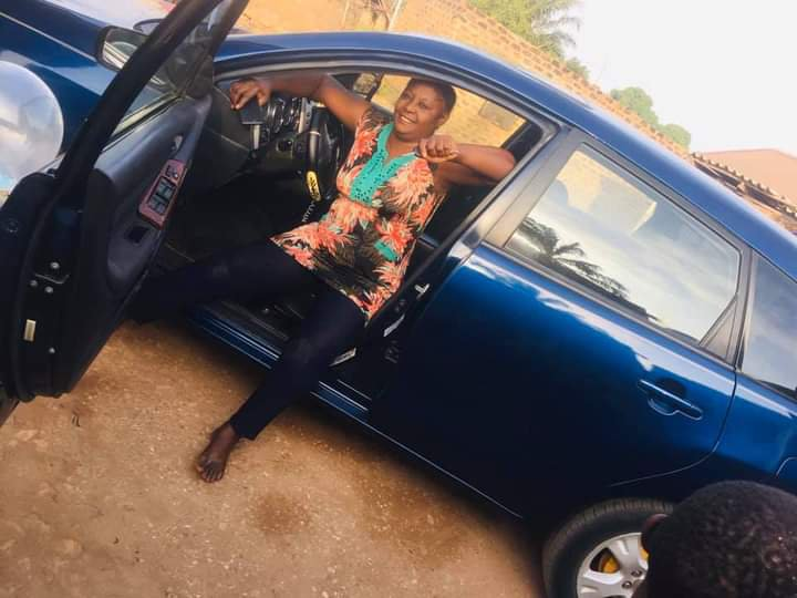 Lady gifts her mom a new car