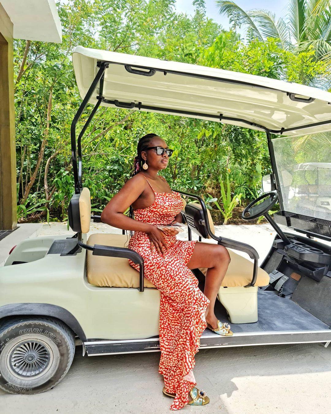 Adedimeji Lateef, Mo Bimpe go on vacation