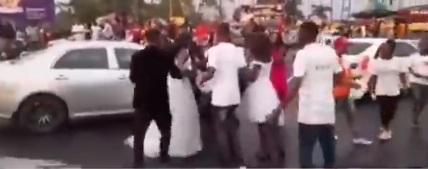 Wife finds out on wedding day that groom is having affair with bridesmaid (Video)