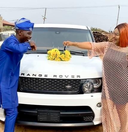 Actress Biodun Okeowo surprises Ijebu with brand new Range Rover SUV (Video)