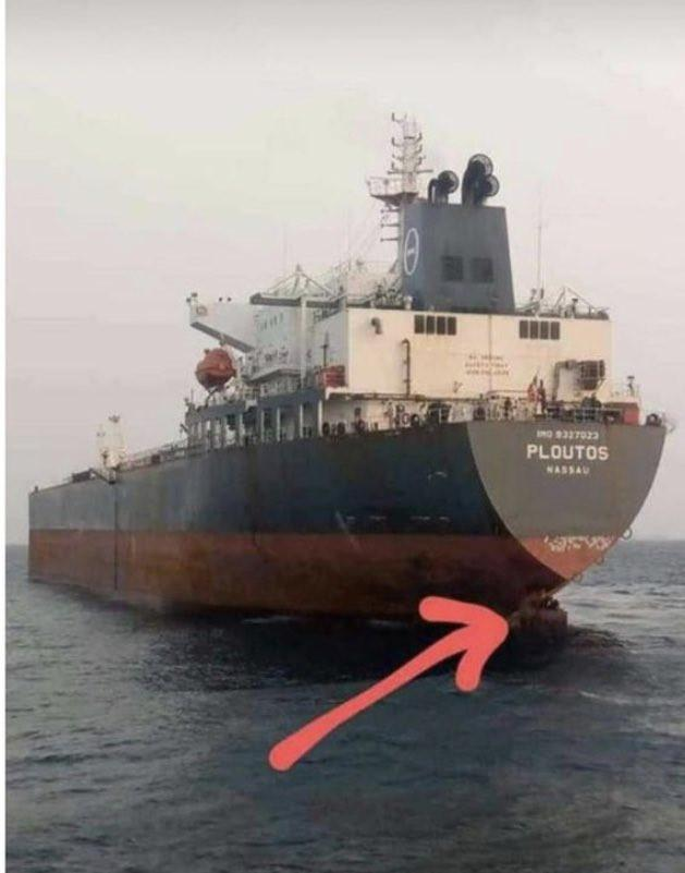 Port authorities nab four people hiding at rudder of a ship heading for Spain (Video)