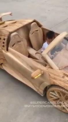 Father builds Bugatti car with wood for his son under 40 days (Video)