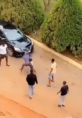 Battle of the fittest as two students exchange blows over a girl (Video)