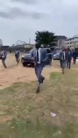 Pastor makes grand entrance with convoy & heavily-armed escorts in Aba (Video)