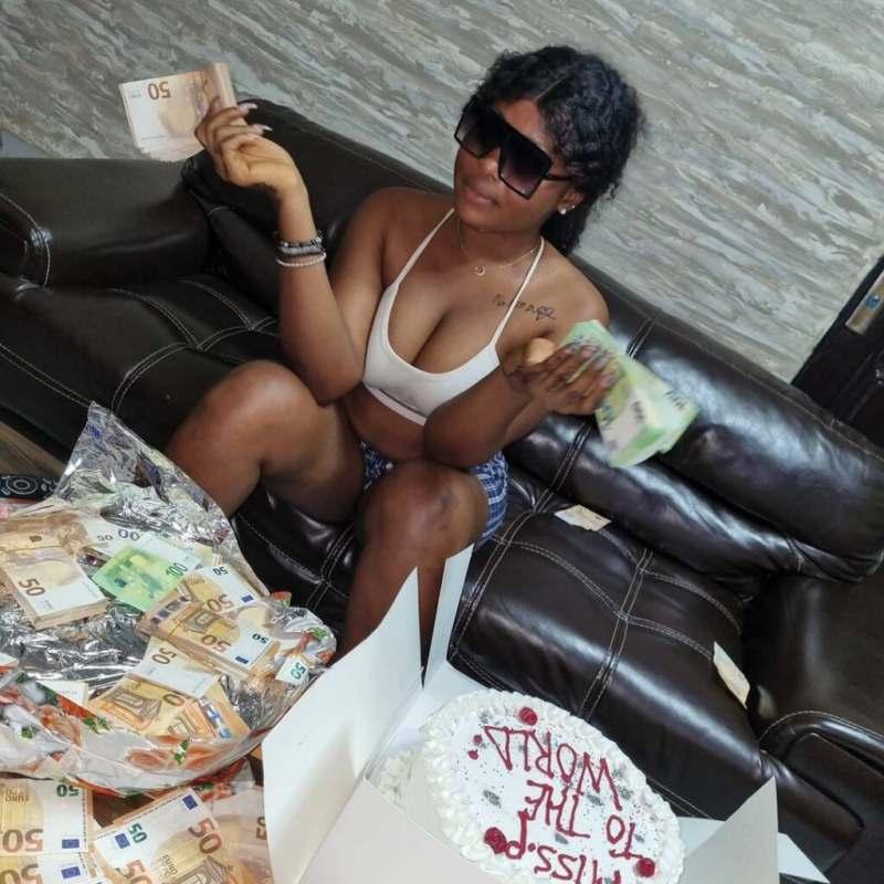 Lady flaunts N25M cash from her boyfriend as birthday gift (Video)