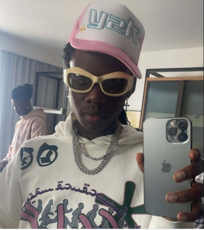 Singer, Rema shows off new diamond VVS chain worth N15M (Video)