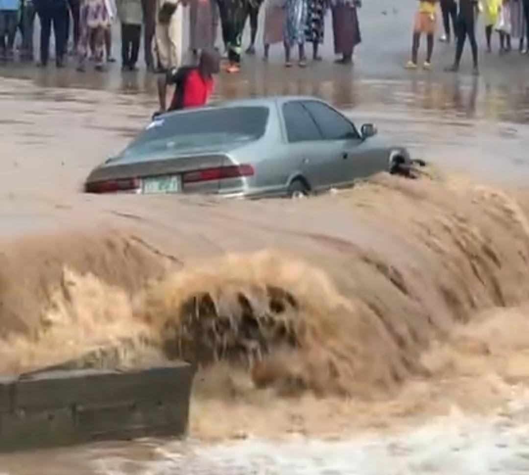 Man gets stranded alongside his car amid heavy flood in Lagos (Video)