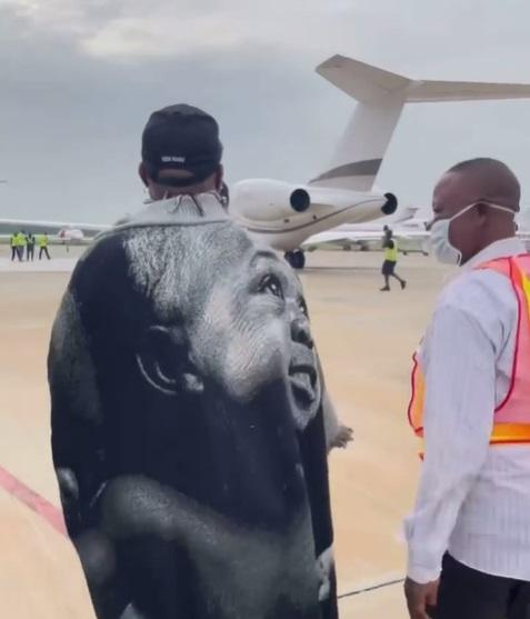 """""""Country don choke"""" - Davido says as he jets out of Nigeria for US (Video)"""