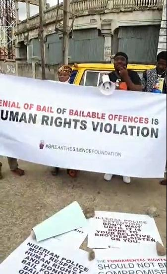 Actor, Yomi Fabiyi leads protest for the release of Baba Ijesha on bail (Video)