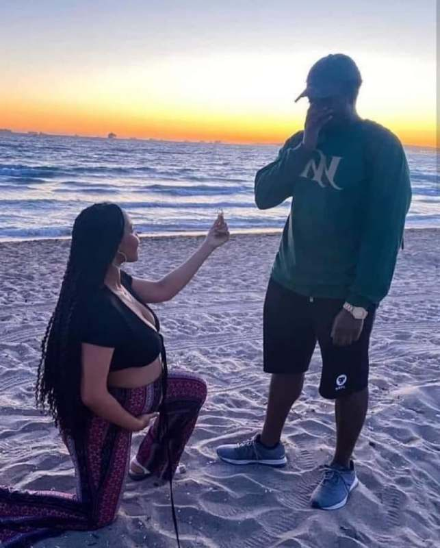 """""""Can a woman respect a man she proposed to?"""" - Reactions as pregnant lady proposes to boyfriend"""