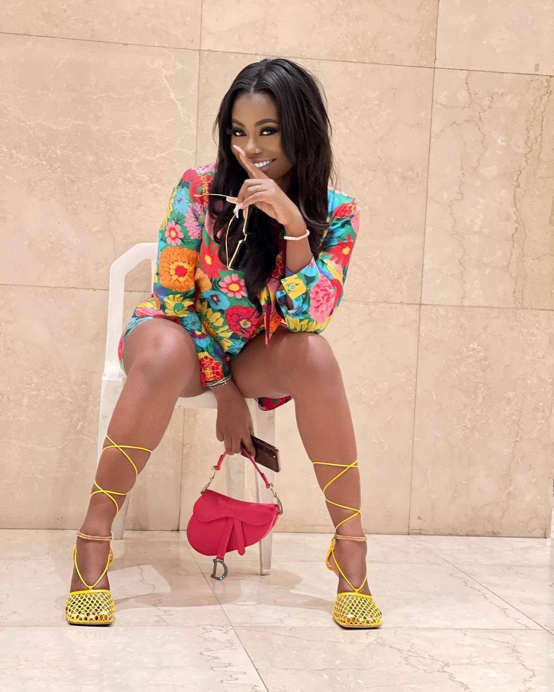 Davido's baby mama, Sophia Momodu spotted rocking the bag Davido gifted their daughter (Video)