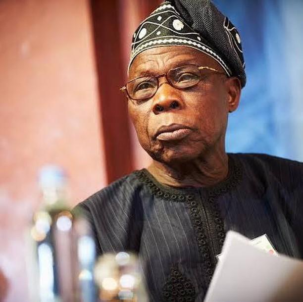 Former Nigeria President, Olusegun Obasanjo shows off his dance step (Video)