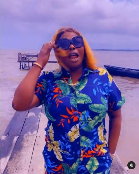 """""""You saw how they were spraying money but didn't you see how they are treating their wives"""" - Politician Mama T asks men idolizing Obi Cubana and E-money (Video)"""