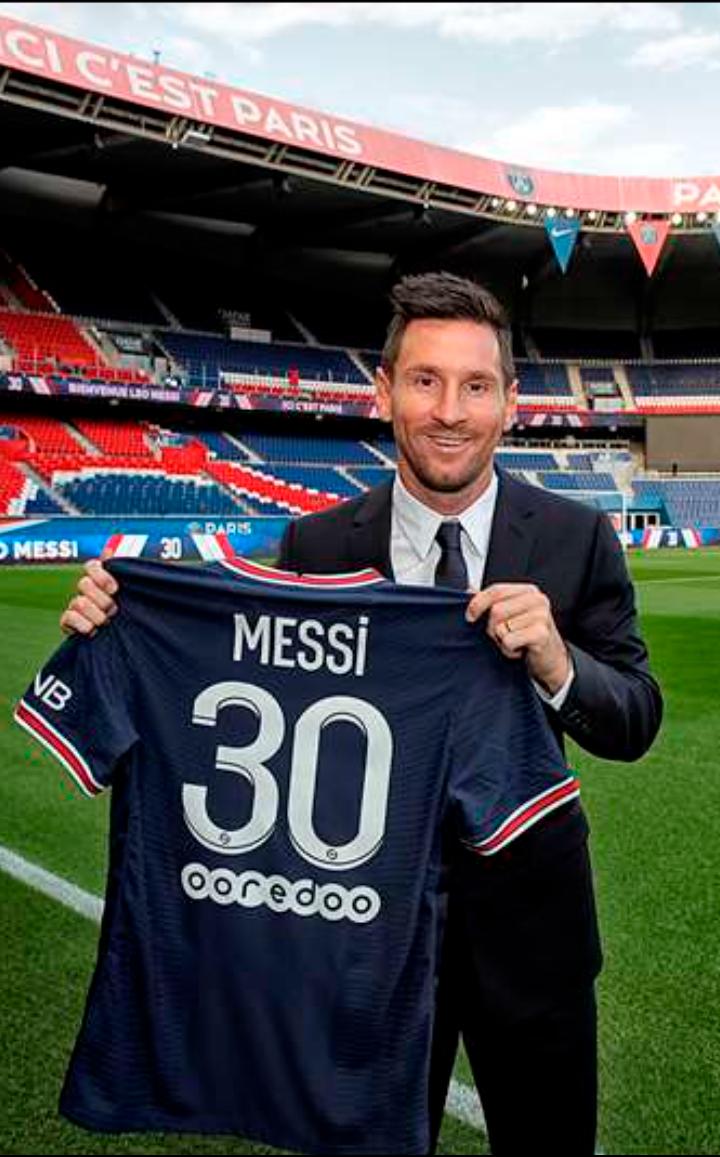 Ronaldo Messi earner football