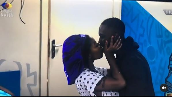 Moment Angel and Saga were caught in a mind-blowing romantic kiss (Video)